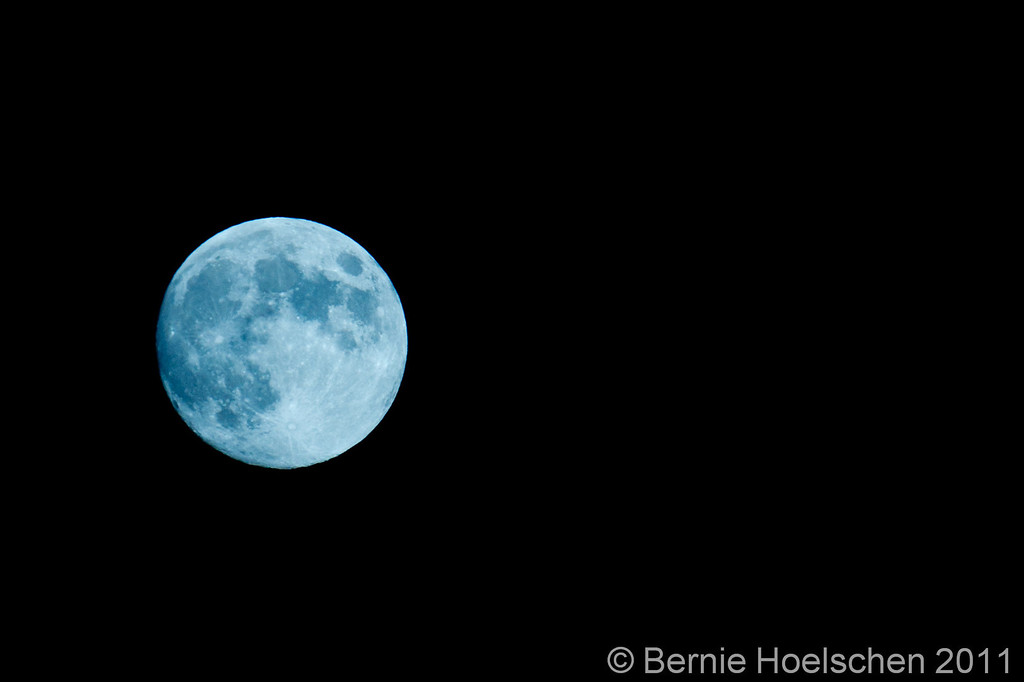 IMAGE: http://mistabernie.smugmug.com/Other/Randoms/i-6TmNj2H/0/XL/blue-moon-0812-XL.jpg